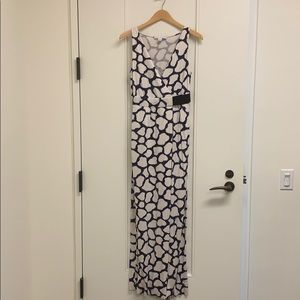 Gorgeous designer DVF maxi in white and navy